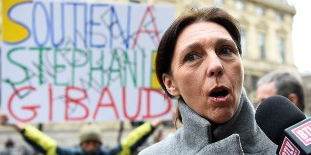 La lanceuse d'alerte Stéphanie Gibaud, ex-employée de la banque UBS, répond aux journalistes avant la...