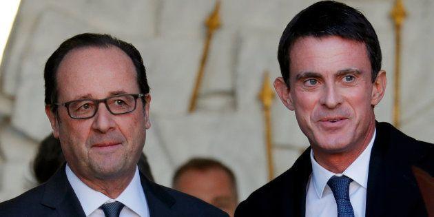 Le Président François Hollande avec son Premier ministre Manuel Valls sortant de l'Elysée après le Conseil...