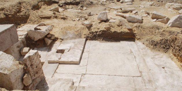 Un corridor, une rampe, l'entrée d'une pièce et des inscriptions en hiéroglyphes ont notamment été