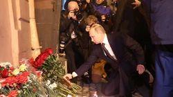 Poutine se recueille sur les lieux de