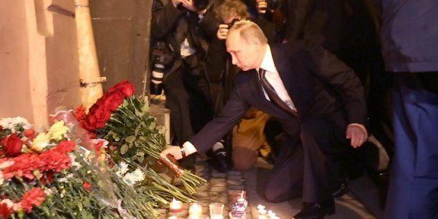 Poutine se recueille sur les lieux de l'attentat à
