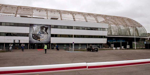 Après l'accident au stade d'Amiens, les supporters du club devront faire 180 km pour encourager leur...