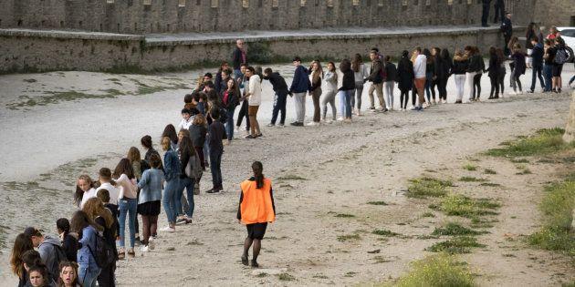 Près de 2000 personnes ont pris part à une chaîne humaine sur les remparts de Carcassonne, le 12 octobre...
