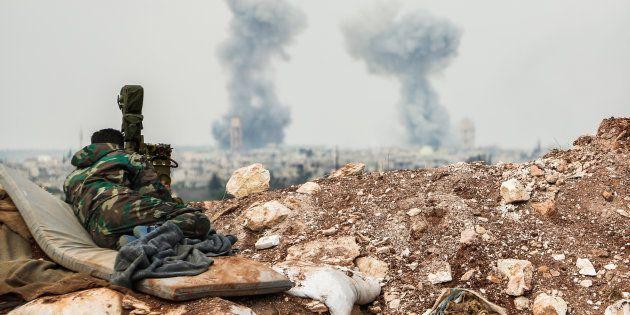 Au moins 58 personnes, dont neuf enfants, ont été tuées mardi dans une frappe aérienne qui a émis