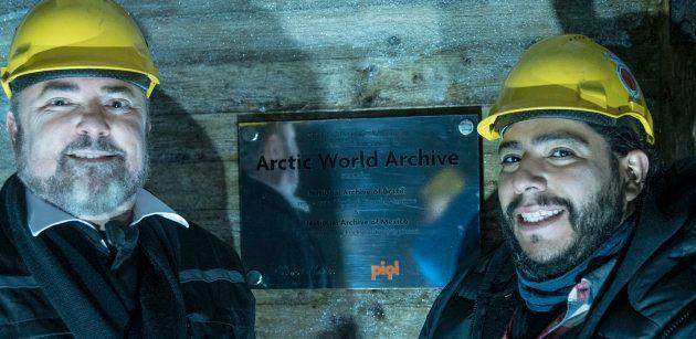 Ricardo Marques, directeur des archives nationales brésiliennes, et Erick Cardoso, directeur des archives...
