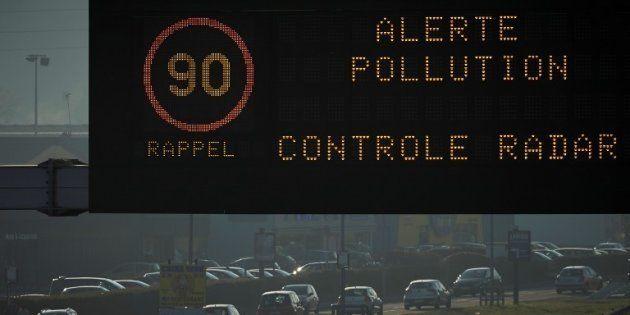 Seuls les véhicules pairs sont autorisés à rouler ce mardi en région parisienne, à cause de la pollution...