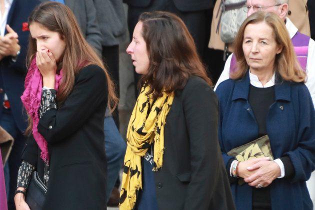 La veuve de Jean Rochefort, Françoise Vidal (à droite) et leurs deux filles, Clémence et Louise, lors...