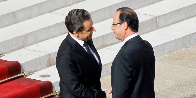 Nicolas Sarkozy et François Hollande lors de la passation de pouvoirs à l'Elysée le 15 mai
