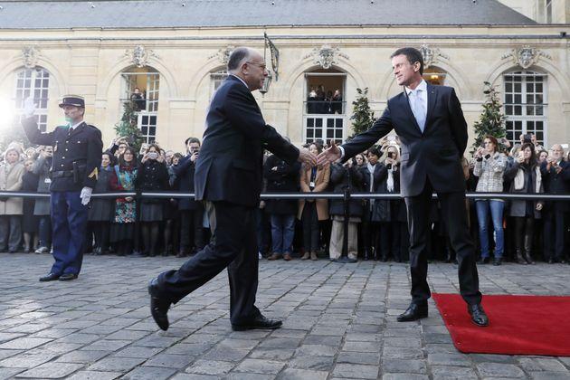 Revivez la passation de pouvoirs à Matignon entre Manuel Valls et Bernard