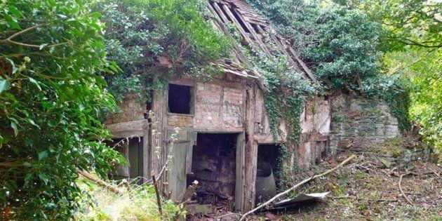 Ils ont fait de cette ruine une maison ultra moderne  Le