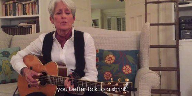 Joan Baez chante son dégoût de Donald Trump