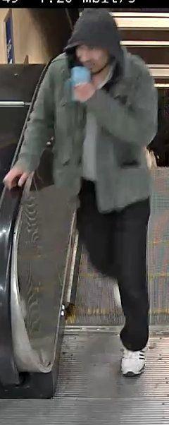Après l'attaque au camion bélier à Stockholm, la police diffuse la photo d'un homme
