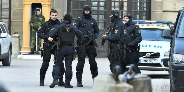 Des policiers après l'attaque de Stockholm, le 7