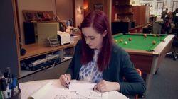 Un bracelet vibrant permet à cette jeune femme atteinte de Parkinson d'écrire à