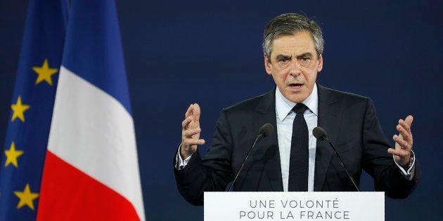 Être le candidat de la droite plutôt que le candidat Fillon, le message martelé par Fillon à