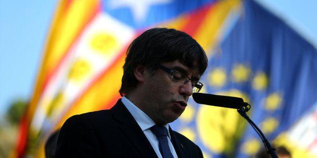 Carles Puigdemont décide de ne rien décider sur l'indépendance de la Catalogne et renvoie la balle à