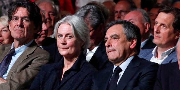 François Fillon au côté de son épouse Penelope lors de son meeting du 9 avril porte de