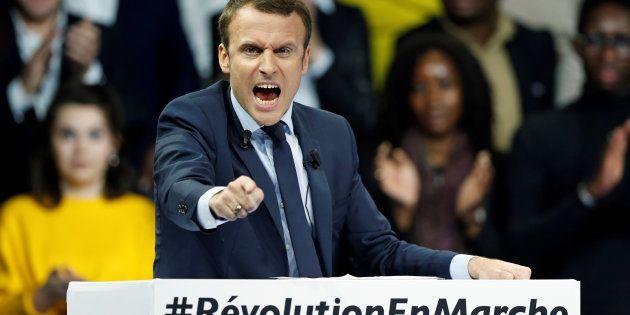 Emmanuel Macron lors de son meeting à Paris Porte de Versailles, le 10 décembre