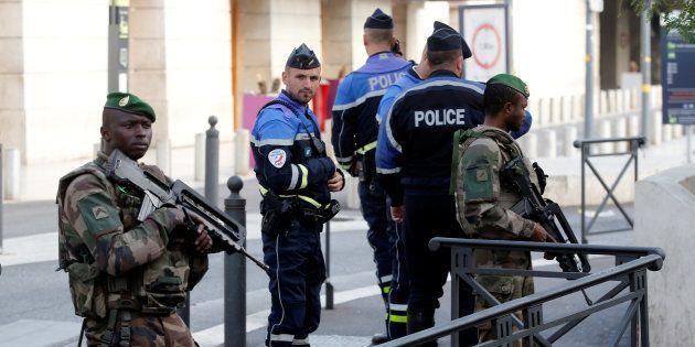 Projet d'attentat de l'ultra-droite: huit suspects mis en