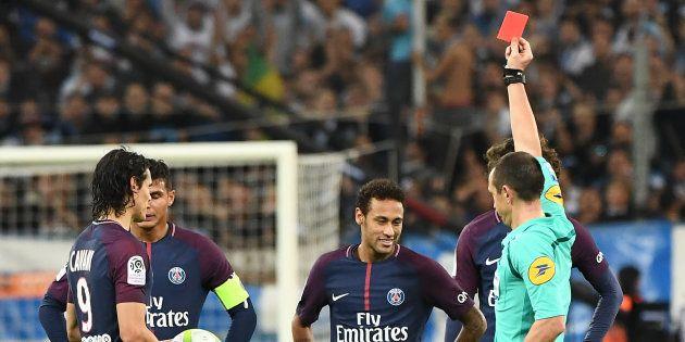 Neymar recevant un carton rouge face à l'OM le 22 octobre