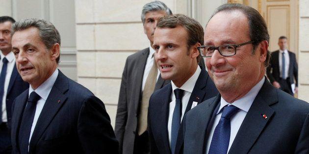 Le Président Emmanuel Macron entouré des anciens présidents Nicolas Sarkozy et François Hollande lors...