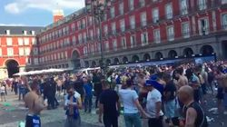 Les supporters de Leicester vandalisent la Plaza Mayor de Madrid avant le match contre