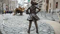 Le sculpteur du célèbre taureau de Wall Street ne supporte pas cette