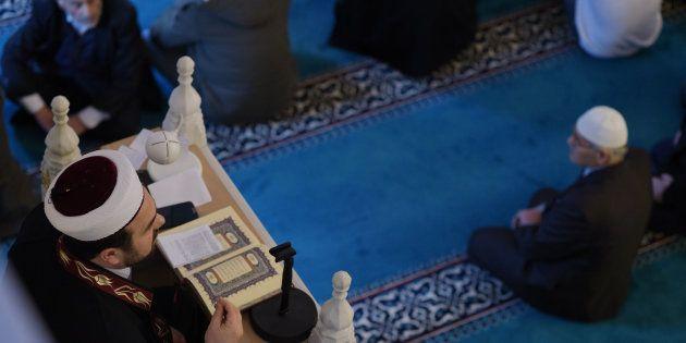 (illustration) Un professeur de mathématiques, imam à la mosquée de Torcy, suspendu par l'Éducation