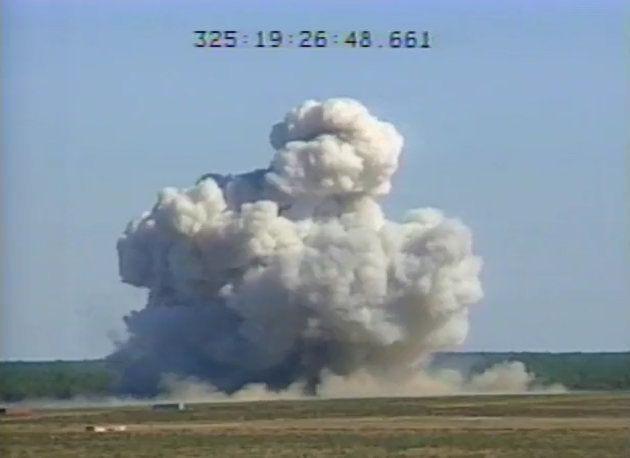Champignon de fumée juste après l'impact d'une MOAB, lors de l'essai en Floride, en