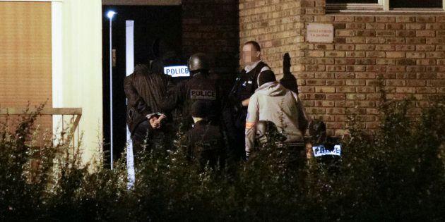 Des policiers à Boussy-Saint-Antoine, où trois femmes projetant un attentat à Notre-Dame-de-Paris avaient...
