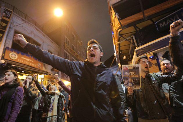 Des manifestants contestent le résultat du référendum à