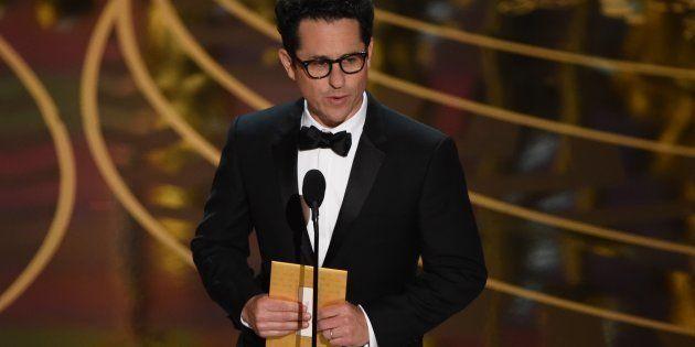 Après Westworld, J.J. Abrams - ici aux Oscars 2016 - prépare une nouvelle série pour HBO sur la colonisation...