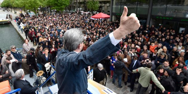 Le candidat à l'élection présidentielle Jean-Luc Mélenchon lors d'une escale de