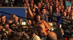 Deux Femen évacuées de force lors du discours de Marine Le