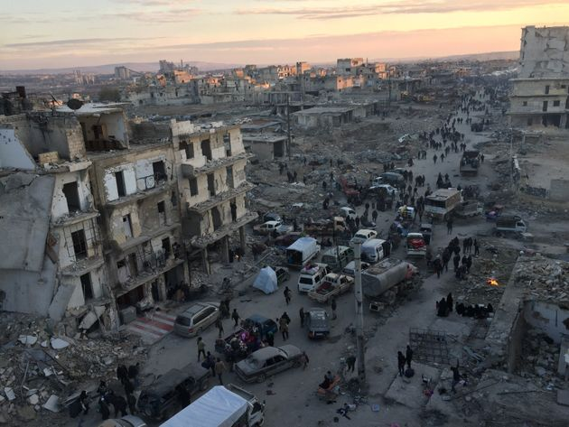 Plusieurs milliers de personnes ont pu être évacuées d'Alep, deuxième ville de Syrie assiégée par le