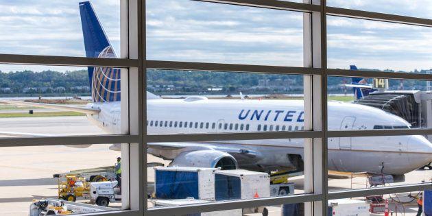 Un Marshal de l'armée américaine a ordonné au jeune couple de quitter ce vol United