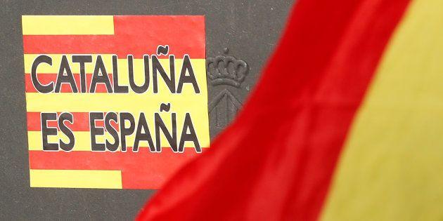 Manifestation des unionistes dans les rues de Barcelone pour répondre aux