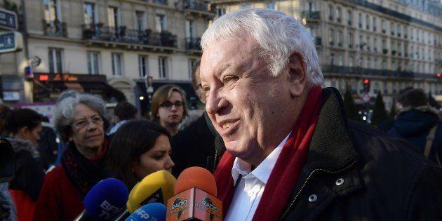 Gérard Filoche s'exprime à la sortie de la Mutualité à Paris, le 17 décembre 2016. AFP PHOTO / CHRISTOPHE
