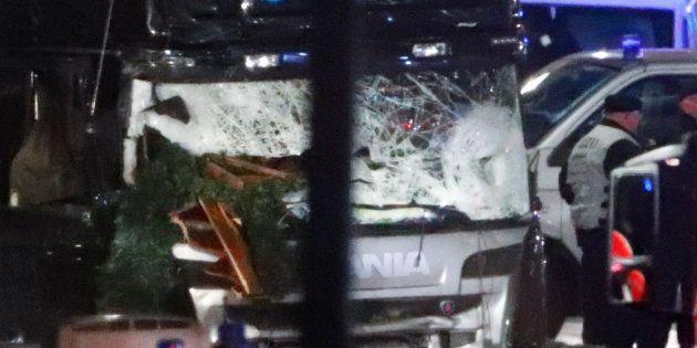 Attentat à Berlin: le conducteur du camion interpellé, un passager retrouvé mort, un chauffeur