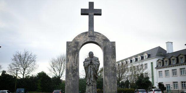 Honte au conseil d'État qui vient d'ordonner le retrait d'une croix à