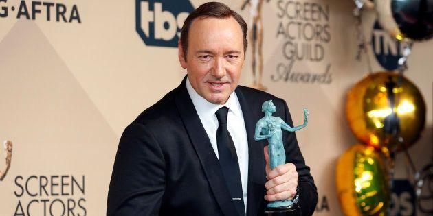 L'acteur Roberto Cavazos accuse Kevin Spacey de harcèlement