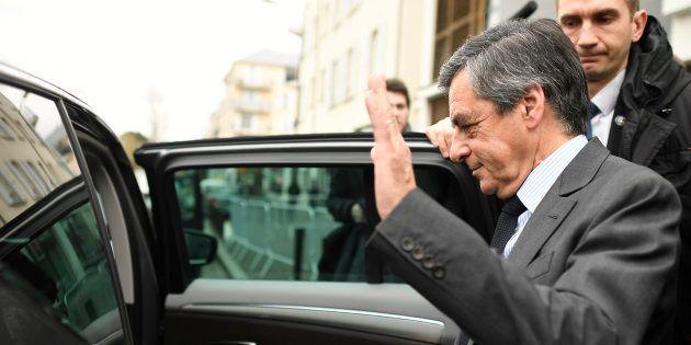 En plein meeting à Lille, une voiture de François Fillon