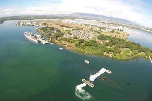 Vue aérienne de l'USS Arizona Memorial à Pearl Harbor le 5 décembre