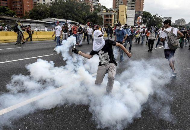 Au Venezuela, les manifestations et les affrontements avec la police se