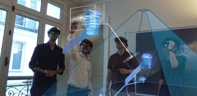 L'équipe du projet ScanPyramids devant une représentation en réalité augmentée de cette cavité