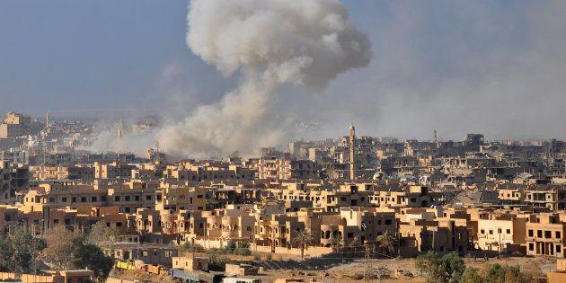 Des fumées au-dessus de Deir Ezzor le 31 octobre