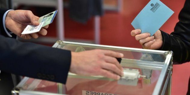 Présidentielle 2017: les premiers bureaux de vote ont ouvert en