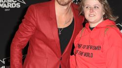 Qui est l'inconnue au bras de Julien Doré sur le tapis rouge des NRJ Music