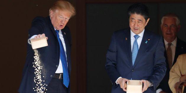 Entre les samouraïs et les carpes, Donald Trump se moque de la culture et des traditions