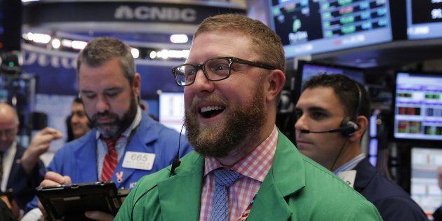 Des traders à la Bourse de New York le 14 décembre